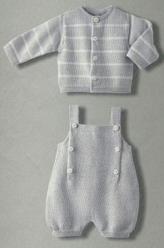 Baby Knitting Patterns Boy Adorable knitted cardigan and overalls - I wish the English translation (or my k. Baby Boy Knitting Patterns, Baby Sweater Knitting Pattern, Knitting For Kids, Baby Patterns, Crochet Patterns, Knitted Baby Clothes, Knitted Romper, Baby Knits, Baby Cardigan
