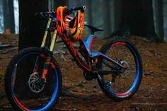 MTB Downhill and Slopestyle bikes. Mountain bike setups and tricks. MTB Downhill and Slopestyle bikes. Mountain bike setups and tricks. Mountain Biking Quotes, Mountain Bike Trails, Mountain Bike Helmets, Mt Bike, Bicycle Race, Bicycle Parts, Fully Bike, Montain Bike, Downhill Bike
