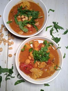 AFRICAN PEANUT BUTTER AND CHICKPEA STEW In this delicious and comforting stew, you will find a beautiful peanut butter flavor and velvety richness , but also the sweetness of the butternut squash and ripe tomatoes. The addition of the peanuts, bring a nice crunch to every spoonful.|Simply vegelicious