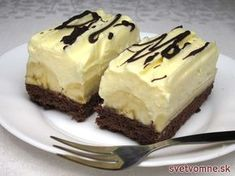 Cheesecake s čučoriedkovou šľahačkou No Cook Desserts, Delicious Desserts, Dessert Recipes, Yummy Food, Delish Cakes, Czech Recipes, Brownie Cake, Pastry Cake, Sweet And Salty