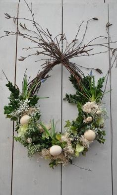 Do you already have Easter decorations at home? Quick view these 7 hanging decoration ideas – Page 7 of 7 – DIY Idees Creatives Do you already have Easter decorations at home? Quick view these 7 hanging decoration ideas – Page 7 of 7 – DIY Idees Creatives Easter Flower Arrangements, Easter Flowers, Floral Arrangements, Easter Wreaths, Christmas Wreaths, Christmas Crafts, Christmas Decorations, Diy Ostern, Deco Floral