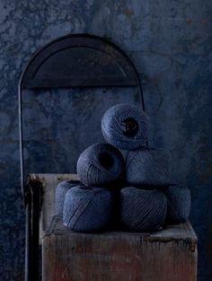 Dark & Moody Indigo dyed yarn still life Azul Indigo, Bleu Indigo, Indigo Walls, New Blue, Love Blue, Blue Brown, Blue And White, Dark Blue, Azul Tiffany
