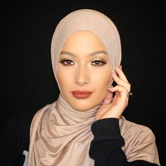 🍁🍂This super easy Fall Inspired Makeup Look is now up my my channel! Thanks for all of your patience!!😍😘🍂 Full product breakdown in the description of the video! ☝🏼Link In The Description Box☝🏼️ #babylailalov #nuralailalov #hautehijab #hhspottedclub #denvermakeupartist #denvermua #makeup #hijab #hijabi #fall #moroccan