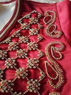 Broderie a la main Tambour Embroidery, Hand Embroidery Patterns, Embroidery Applique, Embroidery Stitches, Stone Work Blouse, Couture Details, Dance Dresses, Blouse Designs, Designer Dresses