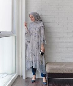 what a beautiful match! Kebaya Modern Hijab, Dress Brokat Modern, Model Kebaya Modern, Kebaya Hijab, Kebaya Dress, Kebaya Muslim, Muslim Dress, Modern Hijab Fashion, Muslim Fashion