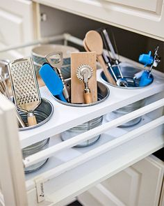 Great Kitchen Storage, Organization and Space Saving Ideas, Modern Kitchen Design Kitchen storage organization is worth of time and effort Farm Kitchen Ideas, Kitchen Decor, Kitchen Walls, Kitchen Cabinetry, Kitchen Chairs, Wood Cabinets, Kitchen Interior, Smart Kitchen, Kitchen Pantry