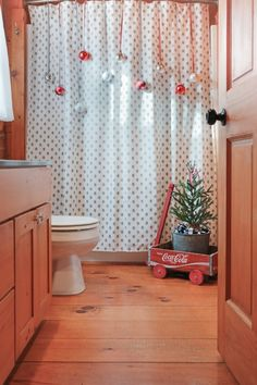 inexpensive christmas bathroom decorating