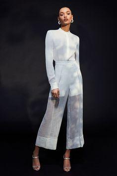 Cushnie resort 2020 - Vogue Australia Source by lindique White Fashion, 80s Fashion, Fashion 2020, Runway Fashion, Fashion Dresses, Womens Fashion, Fashion Trends, Fashion Today, Ladies Fashion
