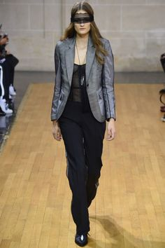 See all the Collection photos from Veronique Branquinho Spring/Summer 2016 Ready-To-Wear now on British Vogue Veronique Branquinho, Spring Summer 2016, Suits For Women, Catwalk, Ready To Wear, Fashion Show, Womens Fashion, How To Wear, Clothes