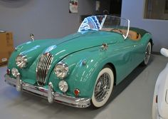 Throughout the early stages of the Jaguar XK-E, the lorry was supposedly planned to be marketed as a grand tourer. Changes were made and now, the Jaguar … Jaguar Roadster, Retro Cars, Vintage Cars, Antique Cars, Classy Cars, Sexy Cars, Automobile, Bmw Autos, Bmw Classic Cars