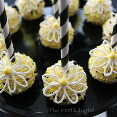 The Partiologist: Daisy Cookie Platter and Cake Pops!