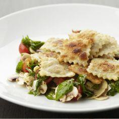 Vegetarisch - Gebakken ravioli met een spinazie-champignonsalade   Vegetarische kookstudio