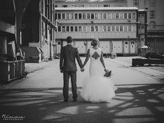 Valkoinen pitsihääpuku #häiden jatkomekko #tyllihame Unique Dresses, Designer Wedding Dresses, Mma, Avon, Fashion, Moda, Fashion Styles, Fashion Illustrations, Mixed Martial Arts