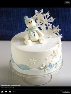 Holiday Desserts That Are Almost Too Cute to Eat Winter Snowman Cake - Christmas Cake - Snowflake Cake - Christmas Dessert - Winter DessertWinter Snowman Cake - Christmas Cake - Snowflake Cake - Christmas Dessert - Winter Dessert Christmas Cake Designs, Christmas Cake Decorations, Holiday Cakes, Holiday Desserts, Holiday Foods, Noel Christmas, Christmas Treats, Christmas Baking, Christmas Cakes