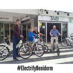 New customers from #sheffield #uk are enjoying our #taobikes this beautiful afternoon in #benidorm #bicicletaelectrica #electricbike #ecofriendly #ecotourism #responsibletourism