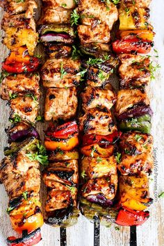 Pineapple Chicken Kabobs Easy to Make: Grilled Hawaiian Chicken Kabobs. Juicy chicken layered with a peppers, onions and pineapple in a tangy Pineapple Honey BBQ Sauce. Easy Summer Meals, Summer Recipes, Summer Grilling Recipes, Grilling Ideas For Dinner, Barbecue Recipes, Best Bbq Recipes, Vegetarian Barbecue, Summer Bbq, Healthy Summer Dinner Recipes