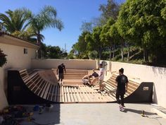 Building a bowl skateboard ramp. How to build bowled corners on a halfpipe. Turn your backyard into the ideal skate park set up. Scooter Ramps, Backyard Skatepark, Mini Ramp, Skateboard Ramps, Skate Ramp, Bike Parking, Wallpaper Iphone Cute, Bowl, Skateboards