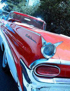 Vintage car love! Two toned Catalina | Flickr: Intercambio de fotos