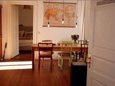 Essen mit Blick auf die Welt: Gemütliches Esszimmer in Berliner Wohnung #Berlin #Esszimmer #Weltkarte