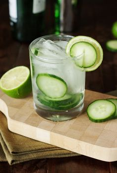 Keep-it-cool Cucumber Gin & Tonic ~ it will be your new go-to summer cocktail! www.thekitchenismyplayground.com