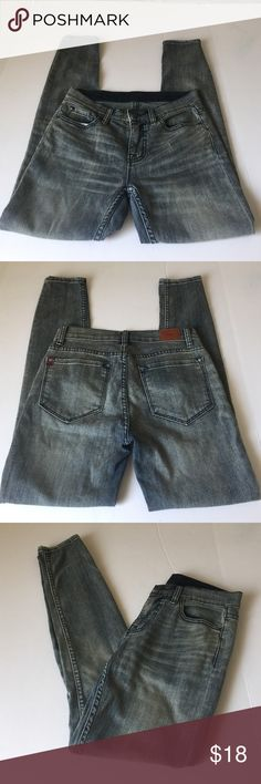 UO BDG Mid Rise Ankle Twig, size 27 NWOT UO BDG Mid Rise Ankle Twig Jeans in size 27. Color is a bleached dark wash, looks grayish blue. Flat lay measure of the waist is 14. Rise is 8.25, inseam is 29, and leg opening is 5. Made from 69% cotton, 20% polyester, and 1% spandex. NWOT, never worn. Please ask if you have any questions. Urban Outfitters Jeans Skinny
