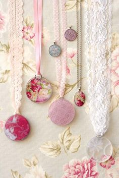 DIY:: Lace Scraps and round pendants. Buy old fashion pendants and instead of a thin chain use lace. Beautiful Idea, I'm doing it! Lace Jewelry, Fabric Jewelry, Resin Jewelry, Jewelry Crafts, Jewelery, Jewelry Accessories, Handmade Jewelry, Jewelry Design, Craft Jewellery