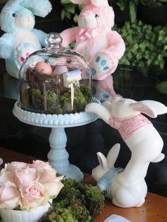 A bola da vez é a Páscoa!! Agora é a vez dela receber nossa atenção, por isso eu preparei uma mesa de Páscoa bem lúdica em tons de rosa e azul para você que está em dúvida de como preparer a sua mesa e está em busca de idéias. As datas mais festivas de qualquer calendário acabam sempre por …