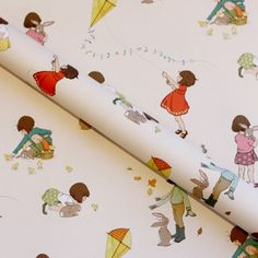 A beautiful gift wrap featuring Belle & Boo's Classic design. 1 sheet of wrapping paper  50cm x 70cm. 4 colour printing. 50% recycled paper.