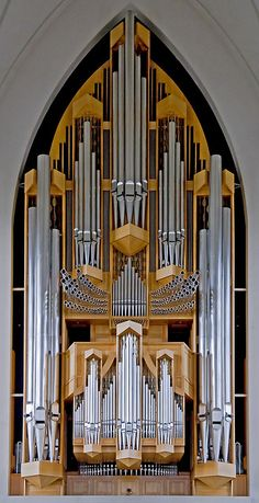 Mammoth pipe organ in Hallgrimskirkja (Luthern Church of Iceland), Reykjavik, Iceland, 1992.  Awesome!