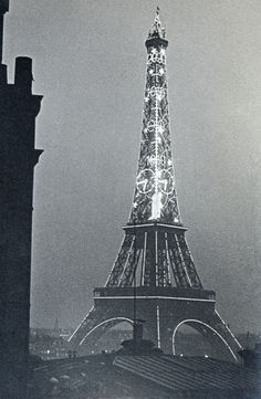 * Eiffel Tower, 1934 - photo Ilse Bing