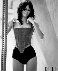 Kendall Jenner Outfits, Kendall And Kylie Jenner, Kendall Jenner Swimsuit, Elle Magazine, Magazine Photos, Magazine Covers, Jenner Style, Poses, Kardashian Jenner