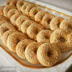 Nurselin Mutfağı » Ağızda Dağılan Susamlı Pastane Simidi
