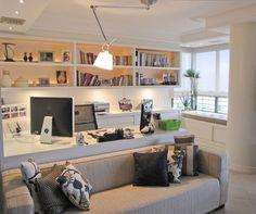 Ideia da sua cozinha com a sala de jantar! Ideia do painel de madeira com TV na parede na frente da janela! Cozinha nos fundos, com il...