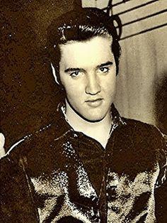 Elvis Presley music wallpaper for cellphone download free