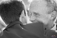 Adhara Bodas - Fotografía de Bodas www.adharabodas.com boda / wedding / romantica / romantic / Valencia / España / Spain / Palau de l'Exposició / Palacio de la Exposición / pareja / couple / amor / love / padre del novio / groom's father / blanco y negro / black and white / b&w