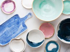 Don't you think the pop of gold finishing on these ceramics by Suite One Studio perfectly contrast the beautiful pastel coloured background