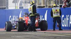 Daniel Ricciardo (AUS) Red Bull Racing RB11 ritires at the end of the race at Formula One World Championship, Rd4, Bahrain Grand Prix Race, Bahrain International Circuit, Sakhir, Bahrain, Sunday 19  April 2015. © Sutton Motorsport Images