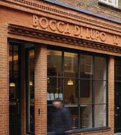 Bocca di Lupo bizim Ingilereye ilk geldigimiz haftasonu gitmye çalistigimiz restoran. Içeri girdikten sonra kapida çalisan ingiliz kizin erkek arkadasinin isminin Emre çikmasi sonucu ilk defa yer bulmus  #emretok @emretok