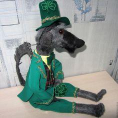 Купить Ирландский волкодав Бася в костюме лепрекона с трилистником - темно-серый, тильда собака, волкодав