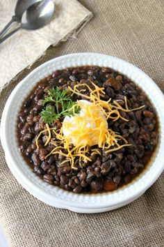 Slow Cooker Black Bean and Lentil Soup - Perfect for these winter days. Healthy Meals For Two, Easy Healthy Dinners, Healthy Eating, Dinner Recipes For Kids, Healthy Dinner Recipes, Vegetarian Recipes, Vegetarian Chili, Slow Cooker Recipes, Crockpot Recipes
