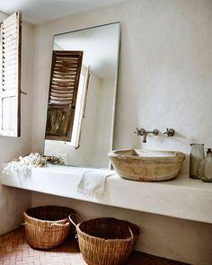 "AMANDA MORITZ on Instagram: ""Yes yes yes, bathroom crush! #myinteriorstories"""