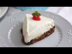 Para hacer esta tarta de yogur griego no hace falta horno. Es muy fácil, económica y acompañada de mermelada está deliciosa.