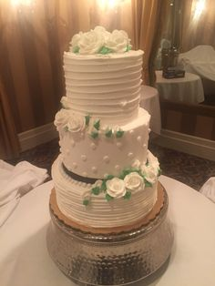 Simple three tiered wedding cake with buttercream roses! 💗😃