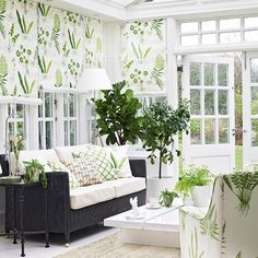 Looking to create a beautiful garden room or conservatory? We asked the decorating experts at Homes & Gardens magazine for their key ways to create a beautiful garden room or conservatory. Watch our video for their fab decorating ideas. Conservatory Interiors, Modern Conservatory, Conservatory Furniture Ideas, Conservatory Curtains, Conservatory Extension, Conservatory Garden, Rooftop Garden, Sunroom Decorating, Decorating Ideas
