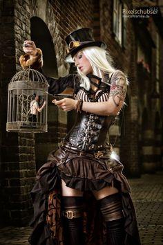 Steampunk Fashion / Woman / Dress / Corset / Jewelry / Goggles / Photography // ♥ More @lDarkWonderland