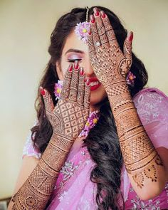 Originating from the Indian subcontinent, mehndi is form of body art that is adorned by brides throughout the country. From floral jaals to stunning vines,