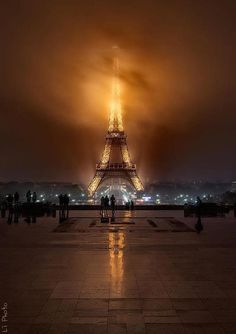 Funny pictures about Foggy Night Eiffel Tower. Oh, and cool pics about Foggy Night Eiffel Tower. Also, Foggy Night Eiffel Tower. Torre Eiffel Paris, Paris Eiffel Tower, Beautiful Places To Visit, Beautiful World, Beautiful Paris, Amazing Places, Simply Beautiful, Paris France, Places To Travel