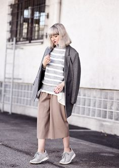 culotte-grey-camel-outfit-nachgesternistvormorgen-fashionblog-modeblog-blogger-style-trend-11 полоски слои кеды