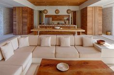 Busca imágenes de diseños de Salas estilo tropical de Specht Architects. Encuentra las mejores fotos para inspirarte y crear el hogar de tus sueños.