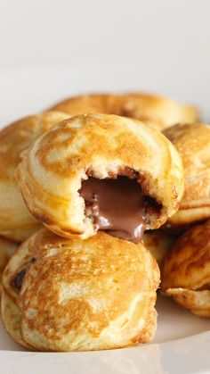Mini pancakes filled with Nutella Nutella filled mini pancakes ~ Rec . - Mini pancakes filled with Nutella Nutella filled mini pancakes ~ Recipe Nutella Pancakes, Mini Pancakes, Nutella Breakfast, Pancake Muffins, Nutella Snacks, Nutella Cookies, Blueberry Pancakes, Shortbread Cookies, Snacks